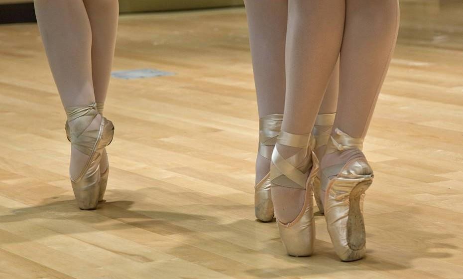 Em 1975, o famoso estudo de James A. Nicholas revelou que o ballet é a atividade física e mental mais exigente entre as 61 avaliadas. Os resultados devem-se ao facto de o ballet exigir movimentos nada naturais ao corpo, como a rotação das ancas ou o equilíbrio na ponta dos dedos.