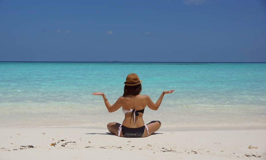 Bronzear: Longe vão os tempos em que todas as mulheres desejavam um bronzeado escuro. Uma leve tonalidade bronzeada é suficiente para lhe dar um ar saudável e aumentar a sua confiança para exibir as suas pernas. E são várias as formas de o conseguir. Se gosta de ir à praia, não esqueça os muito falados cuidados com a exposição solar: evitar os horários em que os raios ultravioleta são mais agressivos, usar um bom protetor solar e repô-lo periodicamente.