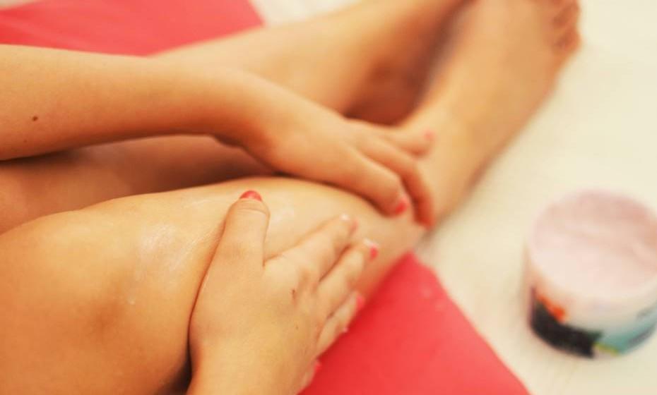 Hidratar: Hidratar, hidratar, hidratar! Esta é a palavra de ordem. A pele das pernas, por ter um número reduzido de glândulas sebáceas, fica mais propensa ao ressecamento. Uma pele bem hidratada é meio caminho para uma pele bonita e saudável. Deve hidratar a sua pele de duas formas: através da ingestão de líquidos e através da aplicação de um creme hidratante adequado ao seu tipo de pele.