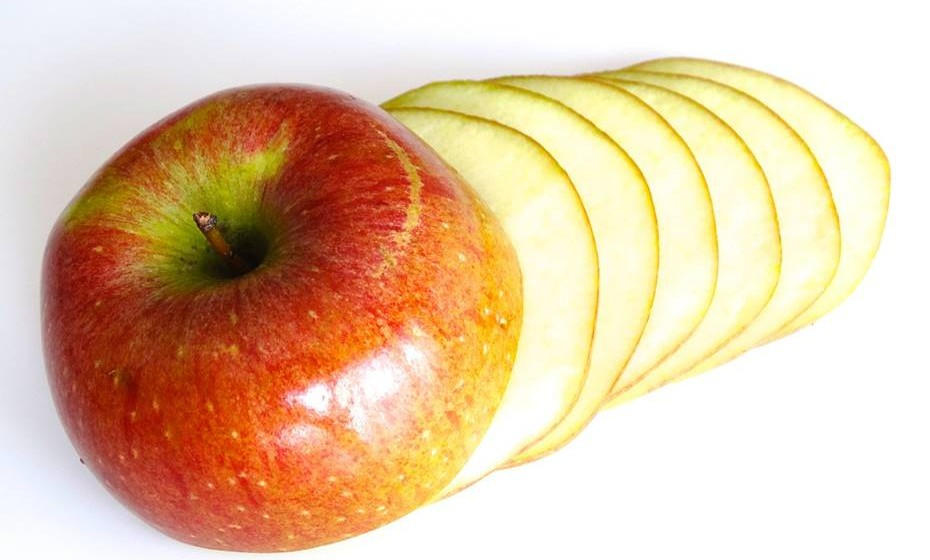 Maçã: Sabemos que a maçã ajuda na digestão. Logo, o chá tem o mesmo efeito, além da ação calmante e diurética.