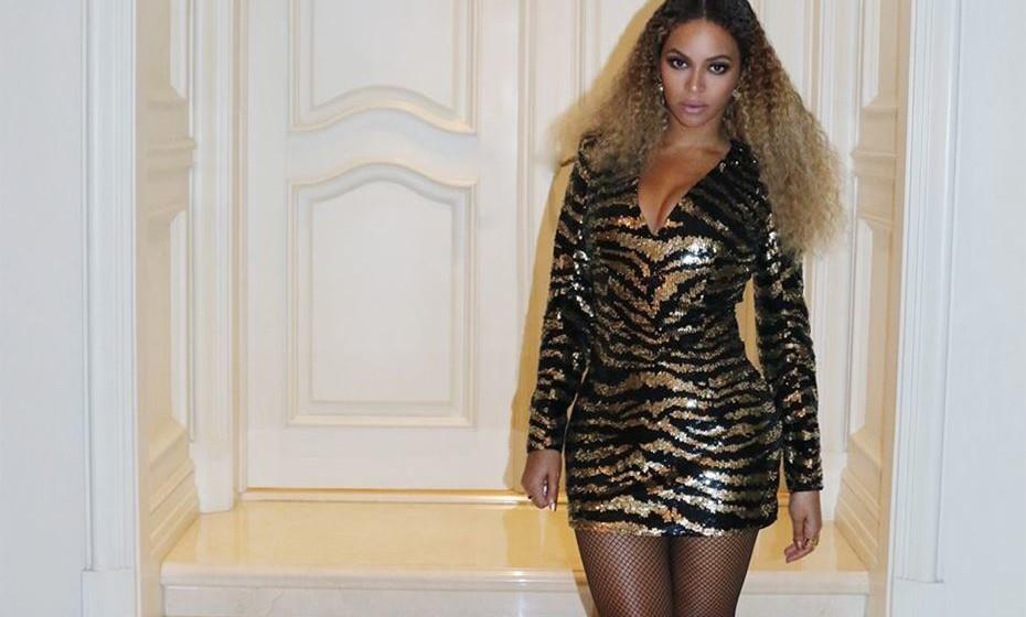 Mas o contrário também acontece. Veja-se a mundialmente famosa Beyoncé, que alterou oficialmente o seu apelido Knowles para Knowles-Carter, mas mantém o mesmo nome artístico.