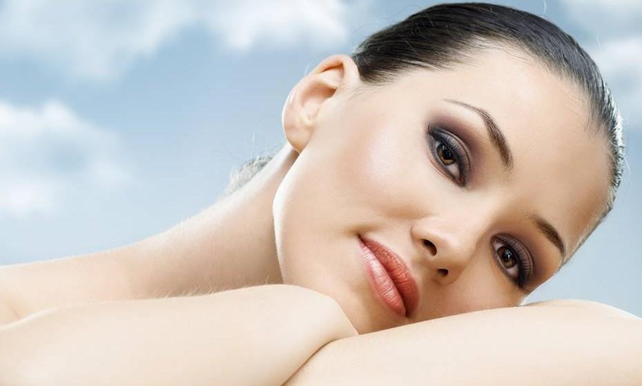 É rica em antioxidantes, por isso, ajuda a prevenir o envelhecimento da pele.