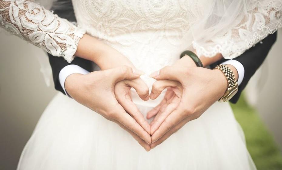 O costume de a mulher adotar o nome do marido, após o casamento, não é tão antigo quanto possa pensar. Foi apenas no século XIX que se popularizou esta ideia, que praticamente se generalizou nos anos 30 e 40 do século XX.