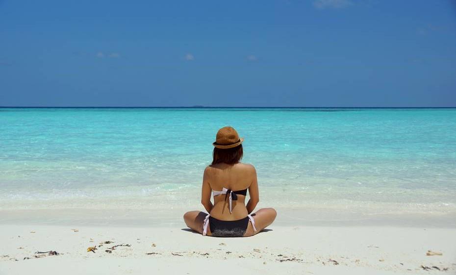 Devido ao seu alto poder hidratante, ajuda a manter os níveis hídricos nos dias quentes de praia.