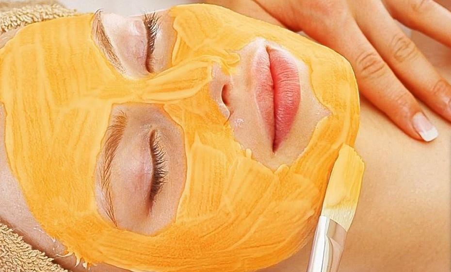 Máscara de abóbora para a pele: O puré da abóbora tem muitas vitaminas, minerais e antioxidantes, benéficos para a saúde da pele. Além disso, possui enzimas que ajudam a exfoliar, deixando a pele suave. Misture abóbora cozida, iogurte de soja e açúcar mascavado para uma máscara exfoliante e hidratante.