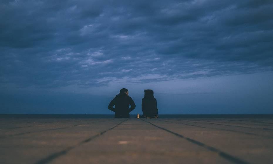Treine a sua assertividade e capacidade de comunicação, recordando-se que a melhor forma de compreender o outro é sempre através da empatia, ou seja, a capacidade de nos colocarmos no lugar do outro. O diálogo sem ofensa é o ponto de partida para o entendimento.
