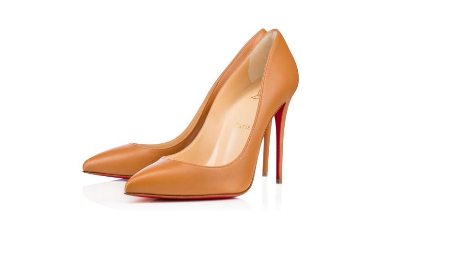 4. Christian Louboutin: Poucas mulheres nunca ouviram falar desta marca, popularizada por vários filmes e séries, devido à famosa sola vermelha, marca registada da empresa. Um simples stiletto pode custar 2000 euros.