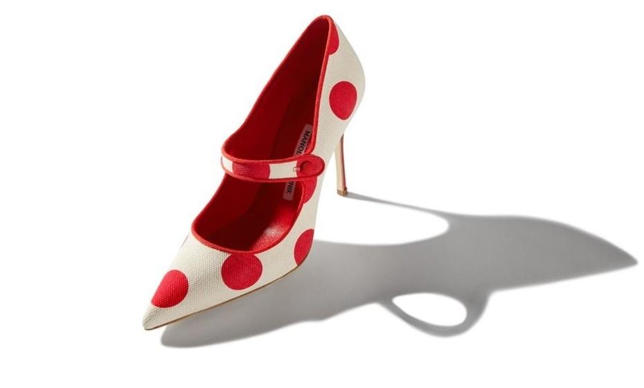 2. Manolo Blahnik: Se falamos em 'Manolos', pensamos imediatamente nos famosos saltos stilettos, que garantiram o sucesso da marca nos anos 70, quando todos usavam plataformas. O modelo mais caro da marca é o Blixa alligator, feito de pele de crocodilo. Estes sapatos custavam 3500 euros.