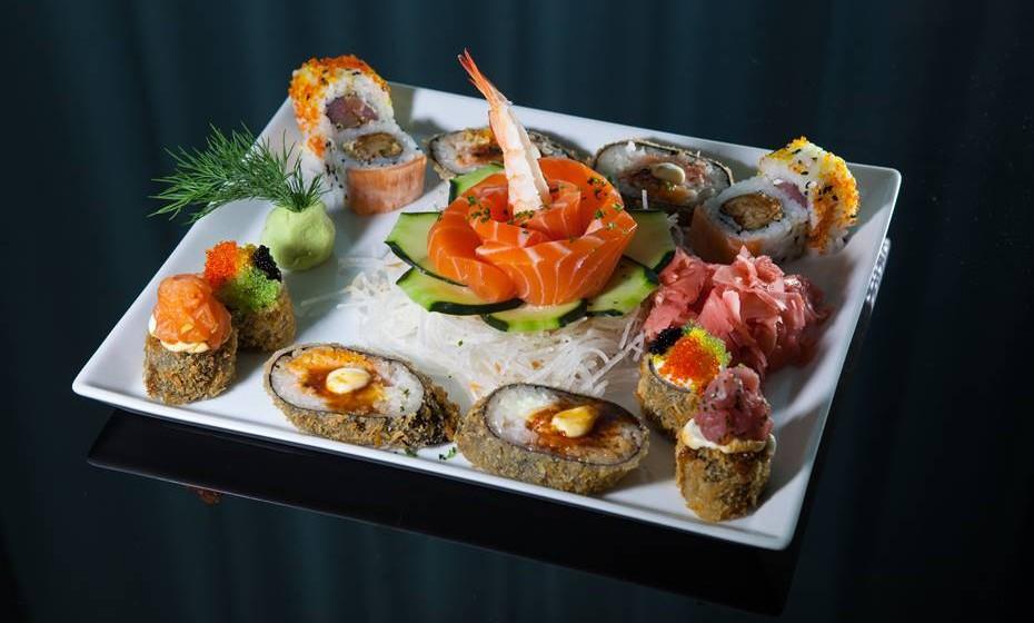 Já instalado como uma das preferências dos portugueses, o sushi pode tornar-se numa escolha difícil para os iniciados. Aprenda aqui o que há a saber sobre esta especialidade japonesa e surpreenda no próximo encontro à mesa.