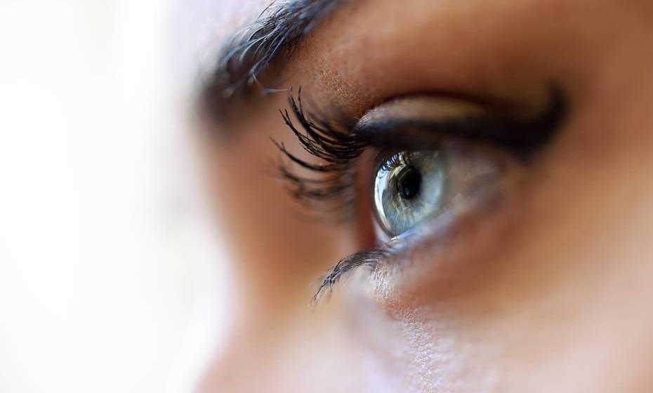 """Até há pouco tempo, acreditava-se que existiam genes diferentes para pessoas com olhos de cores distintas. Mas Jari Louhelainen, especialista em ciência biomolecular da Universidade de Liverpool, explica: """"O que acontece, na verdade, é que a cor dos olhos é baseada em 12 ou 13 variações genéticas de cada indivíduo""""."""