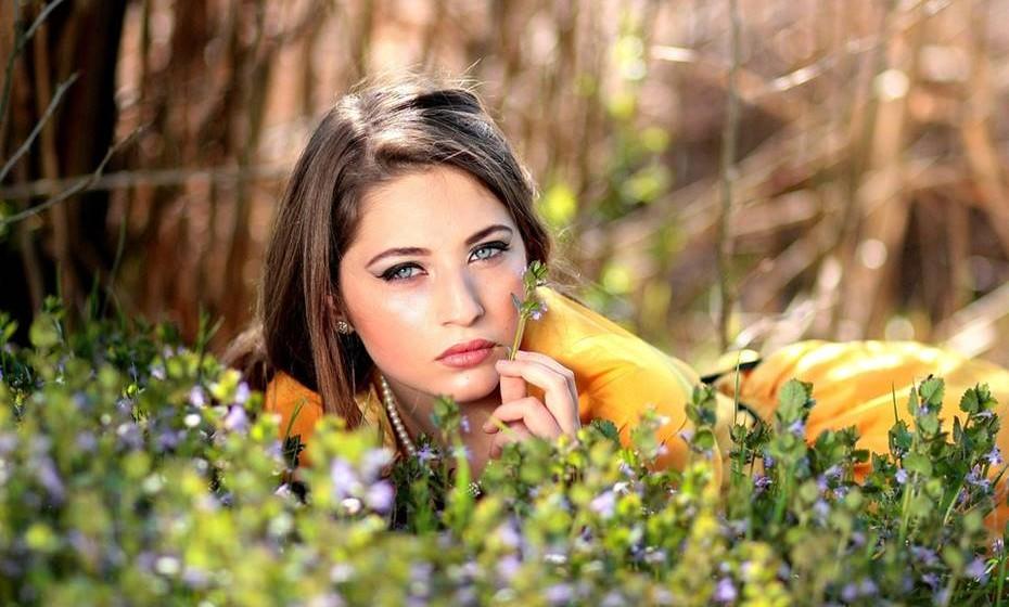 Pessoas com olhos azuis também tendem a ter mais problemas de audição e a ficarem surdos. Isto porque o gene ligado à melanina ajuda a proteger os nervos do cérebro ligados à audição.