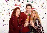 Se vai à festa de Natal da sua empresa, leia estas dicas de etiqueta para garantir que se vai divertir sem pôr em risco a sua imagem profissional.