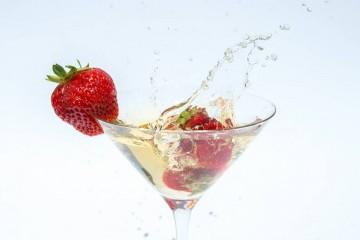 Sabia, por exemplo, que a rolha não deve saltar e que não deve beber o líquido muito frio? Conheça as regras para melhor apreciar aquela que é a bebida da época de festas por excelência.