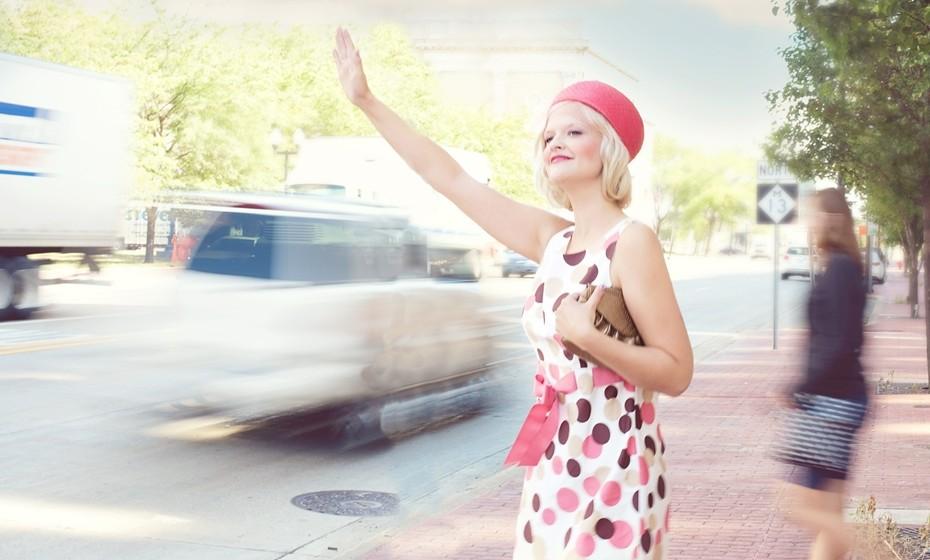 Alguns truques podem ajudá-la a ganhar uns centímetros. Do cabelo à roupa e acessórios, ensinamos-lhe a tirar o maior partido do seu guarda-roupa