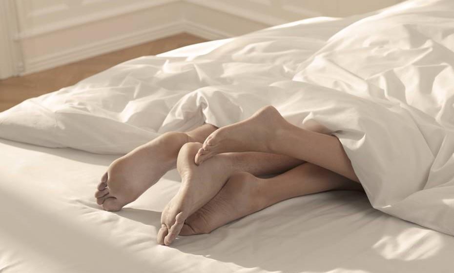 Têm intimidade: A parte sexual não deve ser desvalorizada. A intimidade conquistada entre os lençóis sente-se fora do quarto, levando a uma ligação forte, amizade e familiaridade. Os dois devem sentir-se ligados, dentro e fora do quarto.