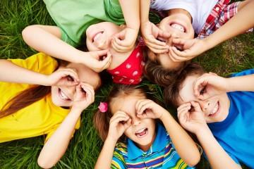 Um novo ano letivo está agora a começar. Veja formas que a ciência já provou que ajudam a desenvolver as capacidades dos pequenos elementos da família.