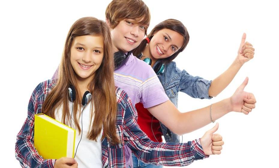 Adolescentes (14-17 anos): Tempo de sono recomendado aumentado em uma hora para 8-10 horas por dia (antes era de 8.5-9.5 horas)