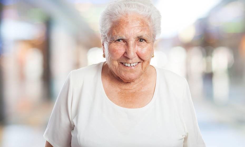 Adultos (65+): Tempo de sono recomendado de 7-8 horas por dia (novo grupo etário).