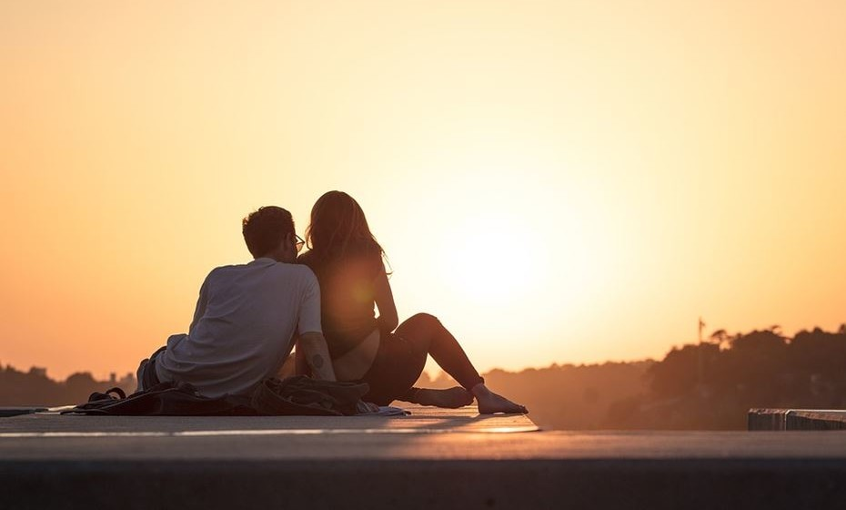 O psicólogo de relações John Gottman explica quais os quatro indicadores de que um relacionamento está à beira de uma crise.
