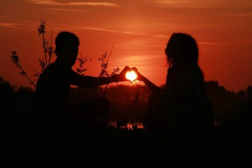 Há um conjunto de comportamentos que indica se os dois membros do casal são felizes no relacionamento e se este pode durar toda a vida
