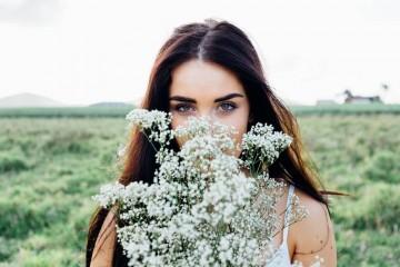 A primavera traz problemas associados às alergias como olhos inchados ou vermelhos e cara inchada. Damos-lhe um conjunto de dicas para lidar com cada uma destas dificuldades.