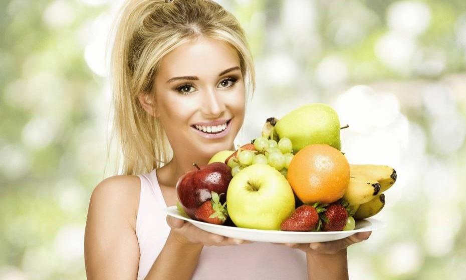 São baixas em açúcares adicionados: A maior parte das pessoas consome açúcar em demasia. E, como se sabe, o açúcar é o que chamamos de calorias vazias porque fornece uma grande quantidade de energia mas sem nutrientes. Isto tem efeitos no fígado, que fica sobrecarregado e é forçado a transformar o açúcar em gordura. Uma parte da gordura sai do fígado como colesterol VLDL, aumentando os triglicerídeos na corrente sanguínea, e outra parte fica no fígado. Assim, o açúcar é uma das maiores causas de gordura no fígado para os não alcoólicos. O excesso de açúcar está ainda associado à obesidade, diabetes tipo 2 e doenças do coração. Por todas estas razões, todas as dietas bem-sucedidas cortam a quantidade de açúcar permitida.