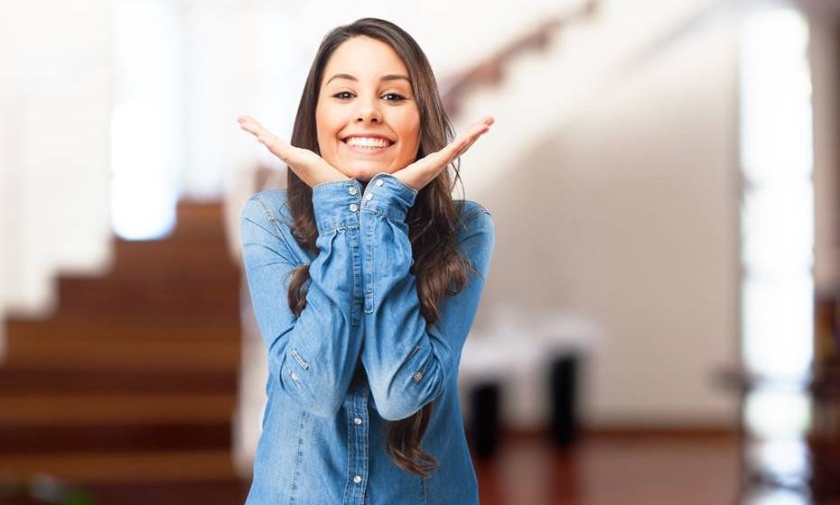 Seja autêntica: Não é porque está mais atenta à sua posição que deve deixar de ser verdadeira e espontânea. Se se sente feliz, sexy ou de outra forma, deve mostrá-lo. Não se contenha demasiado porque, mais tarde, é importante olhar para as fotografias e voltar a sentir o mesmo. Além disso, se realmente for autêntica, o resultado vai ser mais satisfatório. O segredo de uma boa fotografia é a emoção.