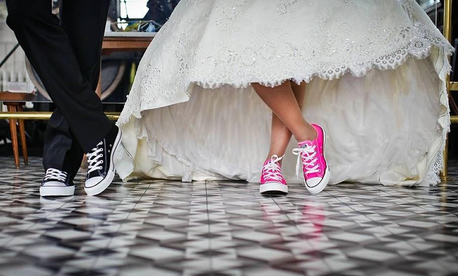 Pista de dança: Por melhor dançarino que seja, nunca queira estrear a pista de dança antes dos noivos. Este momento é deles e deve evitar roubá-lo.