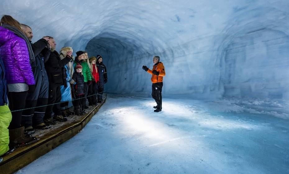 Entrar dentro do glaciar tornou-se numa das principais atrações turísticas da Islândia.