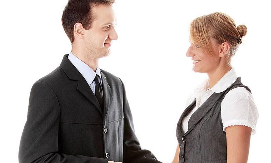 Saber estar: A marca pessoal inclui também o seu comportamento e comunicação verbal e não-verbal. Inclui saber as regras básicas de etiqueta como, por exemplo, ser pontual e cumprimentar corretamente as pessoas. Tente sempre ter uma atitude positiva, mesmo que não goste daquilo que ouve ou vê.