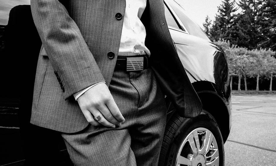 Acessórios: Sempre que o sexo ocorre num local inusitado, faz parte da fantasia explorar todo o seu potencial. No carro, o cinto de segurança é o acessório mais à mão e que pode usar de forma divertida para amarrar mãos ou pés, em particular se estiverem no banco de trás.