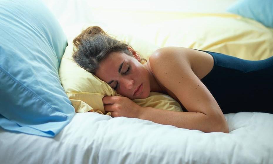 Sono descansado: O sexo é amigo de descanso. Isto porque as mesmas endorfinas que aliviam o stress, relaxam mente e corpo, preparando-os para um sono descansado. No entanto, Cindy M. Meston, diretora do laboratório de sexualidade da Universidade do Texas avisa que este benefício só se consegue com sexo calmo e lento. Não espere adormecer depois de uma sessão de sexo muito ativo e com posições acrobáticas.