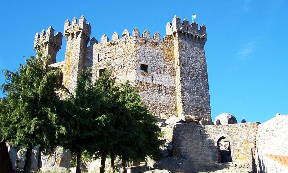 Castelo de Penedono: É também chamado de Castelo do Magriço e localiza-se na freguesia dePenedono, em Viseu. É uma pequena estrutura medieval que serviu de fortificação defensiva e residência senhorial. Em 1910 foi classificado comoMonumento Nacional e em 1940, no âmbito das comemorações dos Centenários promovidas peloEstado Novoportuguês, o castelo foi alvo de intervenções de consolidação e restauro, trabalho continuado na década de 50.