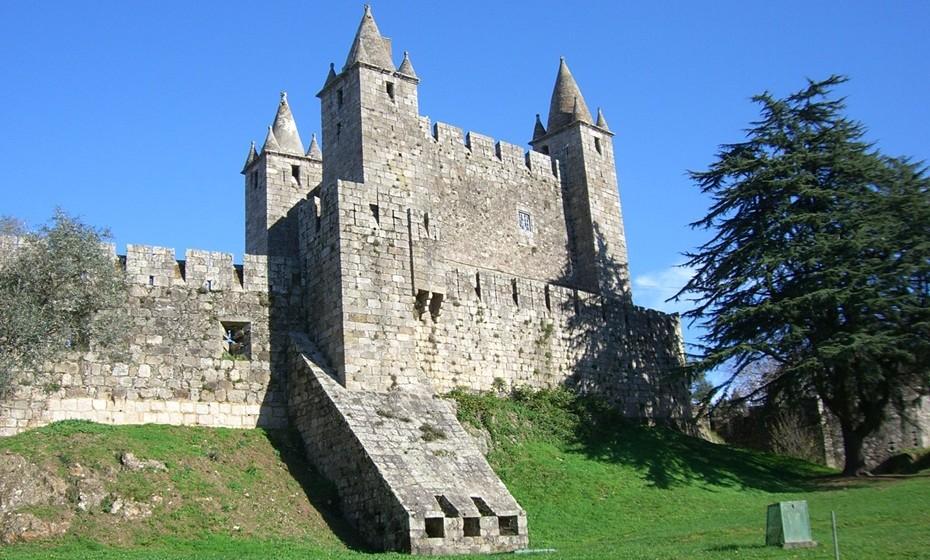 Castelo de Santa Maria da Feira: O Castelo da Feira, como é conhecido, é considerado como um dos exemplos mais completos da arquitetura militarmedievalem Portugal, uma vez que nele se encontra representada a vasta gama de elementos defensivos deste período.