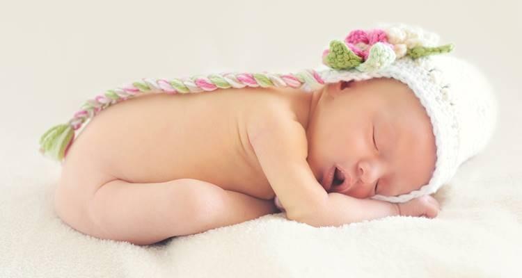 Cantar para o bebé acalma-o mais do que se falar com ele