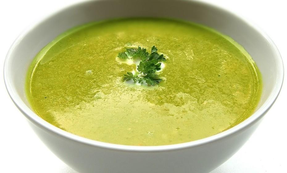 Com um toque aveludado e de sabor intenso, um creme de legumes é sempre uma ótima opção para uma refeição rápida e leve.