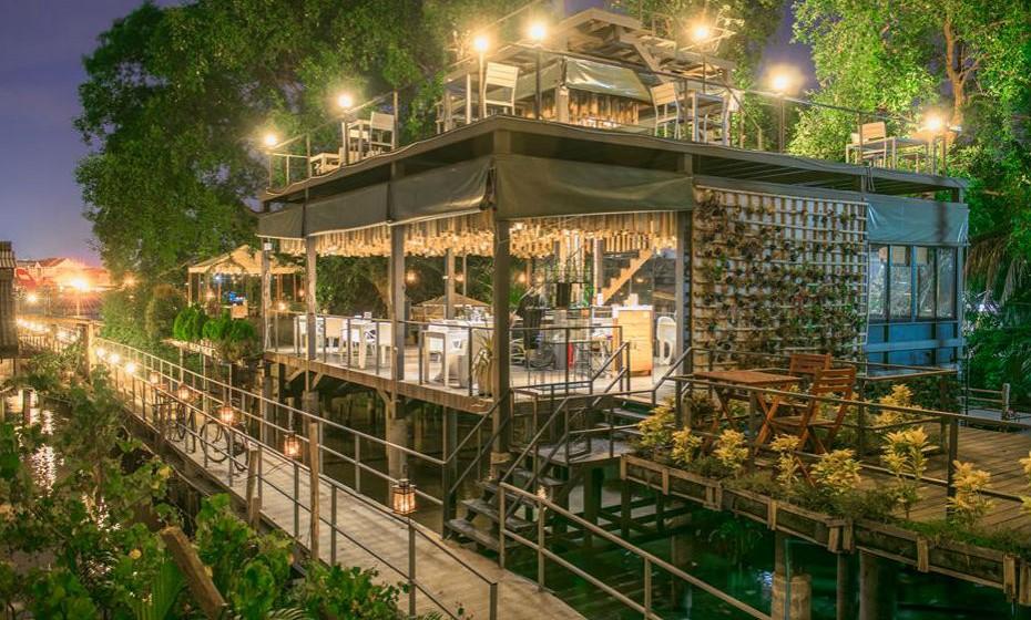 É fantástica a relação amigável que o resort tem com o meio ambiente, inclusive, o seu acesso só pode ser feito a pé, de bicicleta ou de barco. Na verdade, o hotel oferece descontos especiais para aqueles que chegam de bicicleta.