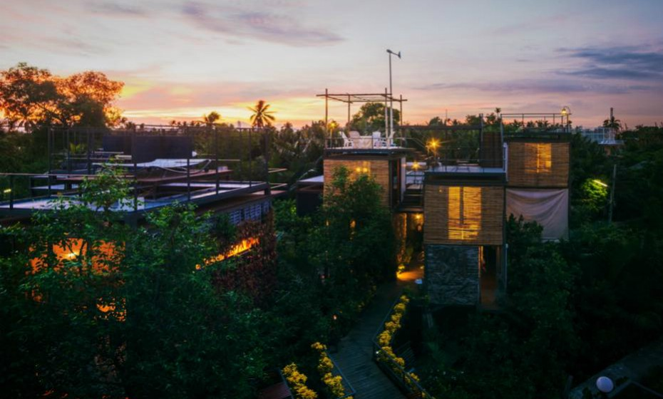 Chama-se Bangkok Tree House e é uma espécie de casa na árvore que disponibiliza alojamento 'eco-friendly, na Tailândia. O conceito é de tal forma forte que até oferecem descontos a quem chega de bicicleta. Vai uma visita?