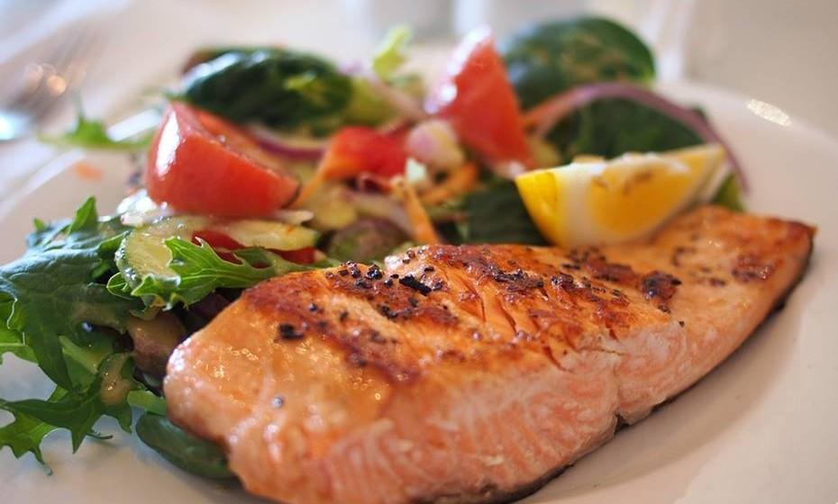 Programe as refeições com ementas simples, rápidas e saudáveis e faça as compras de acordo com elas.