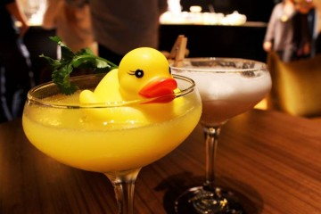 O Double9 une o mundo dos cocktails e dos chás.