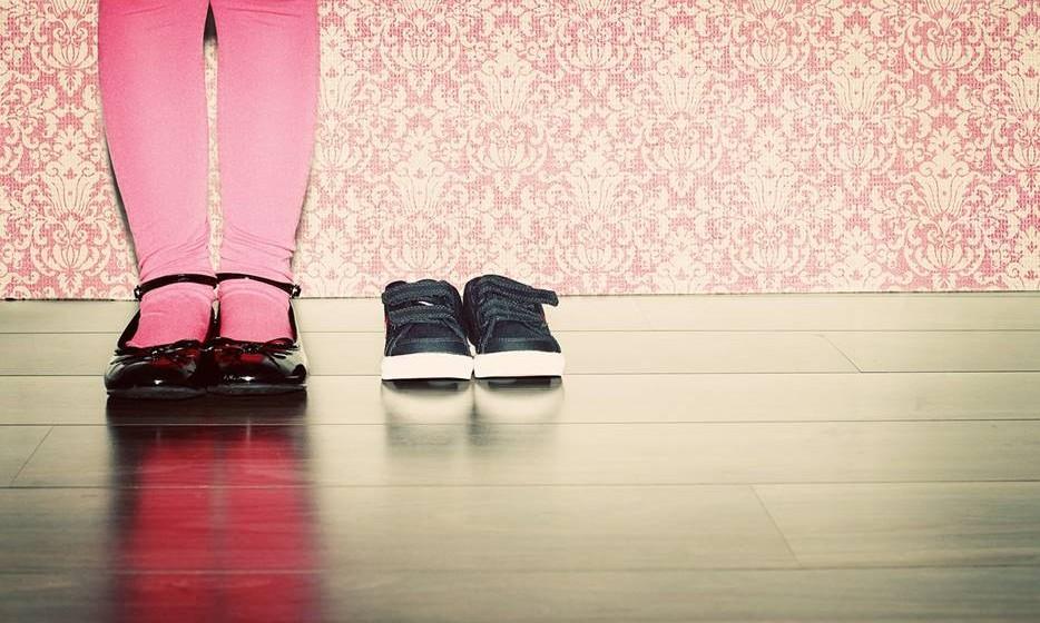 3 anos – com esta idade as crianças podem habituar-se a arrumar a roupa suja e os sapatos sempre que os tiram. No entanto, é fundamental ter em atenção os exemplos que os pais dão, que nem sempre são os melhores.