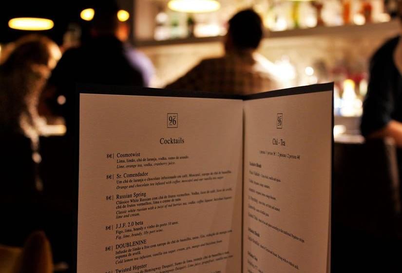 A seleção pode ser feita de entre 18 cocktails e 18 chás.