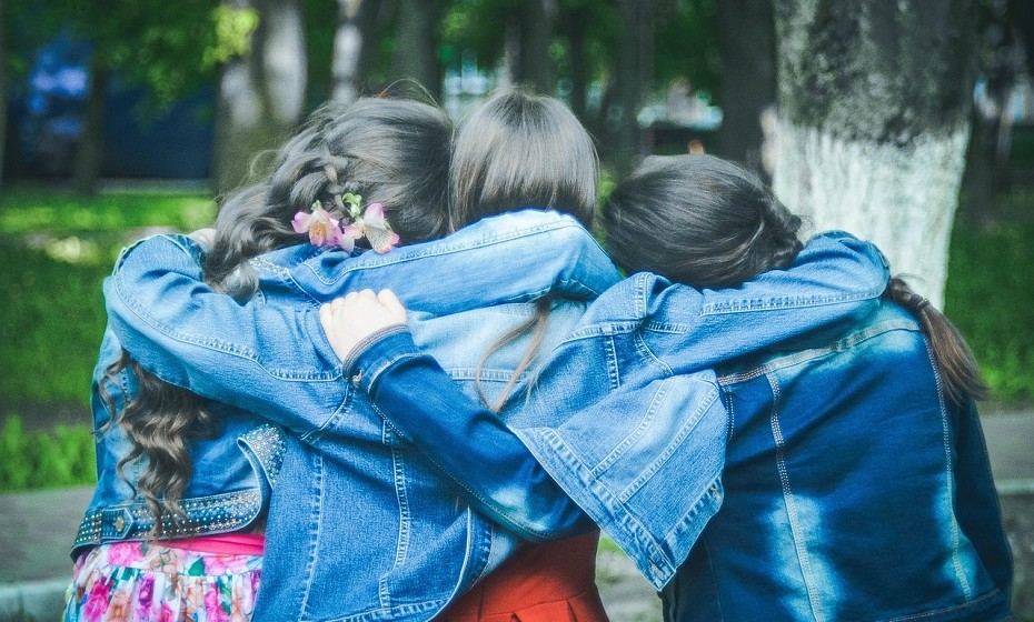 """Tenha um amigo que se responsabilize por si, isto é, naqueles momentos de desespero em que a mente lhe prega partidas, é importante ter alguém que lhe dê uma """"chapada"""" e que o traga de volta à realidade."""