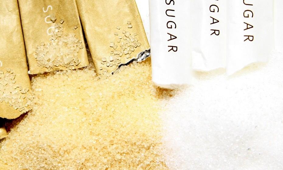 Exfoliante corporal simples - Só precisa de uma taça, um quarto de uma chávena de um óleo à escolha, duas colheres de chá de açúcar mascavado e de sal e, por fim, um óleo essencial à sua escolha. Se tiver pele muito seca ou eczema, o melhor será não colocar sal e duplicar a dose de açúcar.