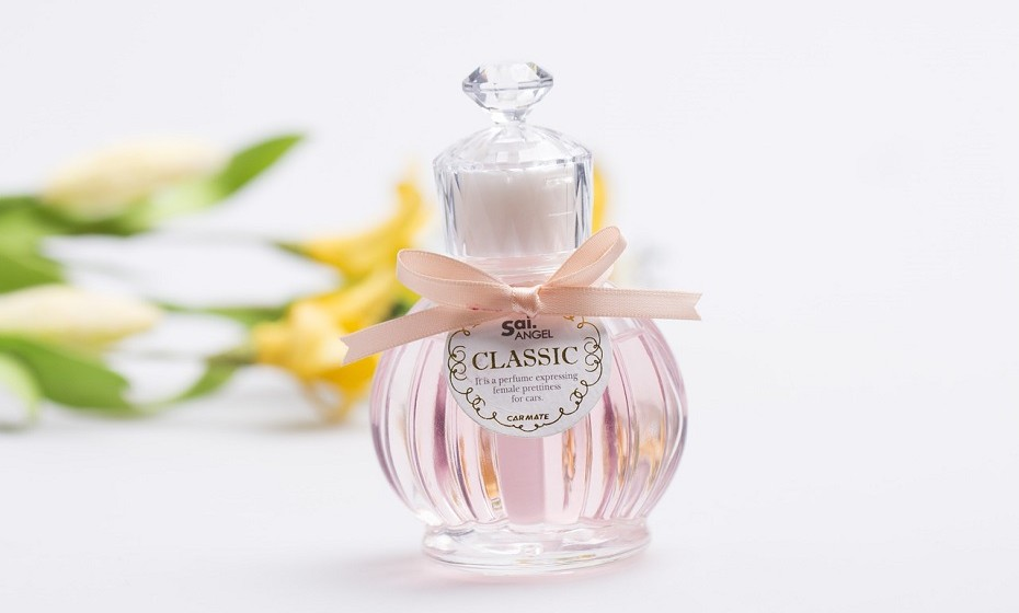 Perfume - Basta combinar uma um óleo essencial da sua preferência baunilha, lavanda, cítrico- um pouco de vodka e guardar num recipiente hermético. Pode ir variando a escolha de cheiros consoante as estações do ano.