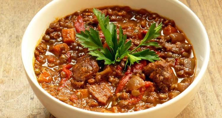 Na imagem, o chili vegetariano de May O. estará disponível no dia 4 de novembro, às 19h00, por 9 dólares a dose (cerca de 8 euros)