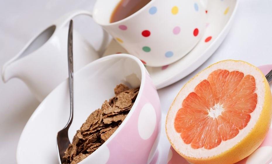 O primeiro estudo foi levado a cabo por investigadores da University of Alabama at Birmingham (UAB). A premissa era que o pequeno-almoço é recomendado pelas autoridades de saúde na luta contra a obesidade mas, efetivamente, nunca se estudou o impacto que o facto de se fazer ou não esta refeição tem na perda de peso.