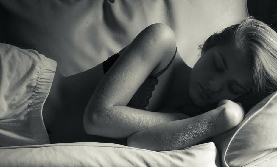 Por vezes, somos confrontados com uma fase de insónias, que resulta num cansaço extremo e na deterioração da qualidade de vida. Estas são algumas sugestões que ajudam a ter uma melhor noite de sono.