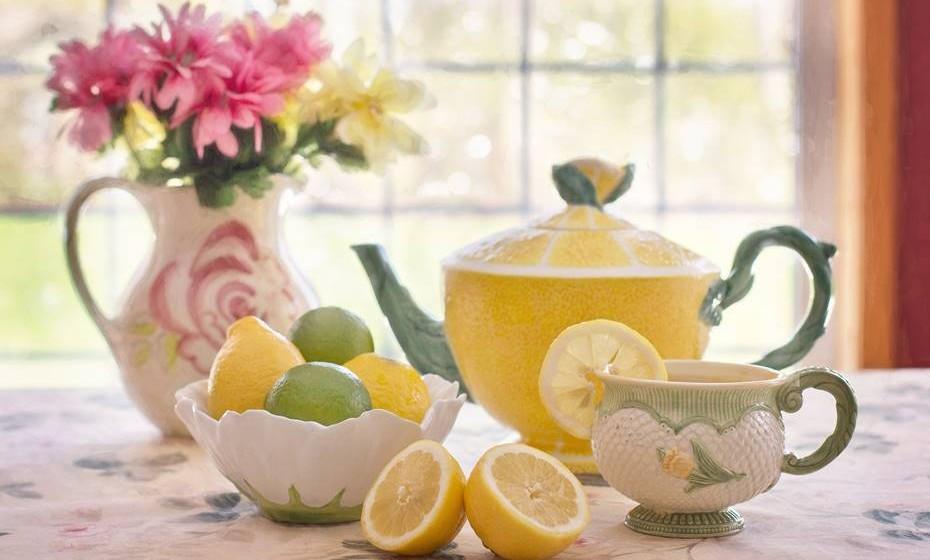 Acelera a cura: O ácido ascórbico (Vitamina C) que se encontra nos limões acelera o processo de cura e é um nutriente essencial para a manutenção dos ossos, dos tecidos e da saúde da cartilagem.