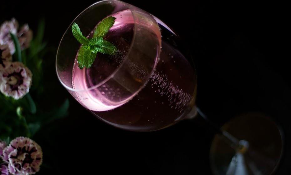 Leão: Os nativos do signo de Leão sabem como celebrar a vida. Como tal, gostam de o fazer com um copo de champanhe na mão. Dê a um Leão um copo desta bebida e a festa pode começar.